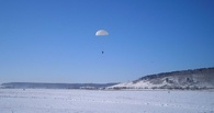 Под Омском с частного самолёта прыгали парашютисты-нелегалы