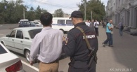 На омича, побившего стекла в городской администрации, завели уголовное дело
