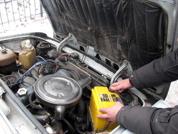 Омская полиция поймала банду похитителей аккумуляторов