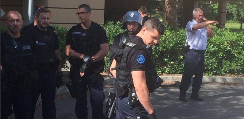 Во Франции задержали автобус с российскими болельщиками: 29 человек депортируют