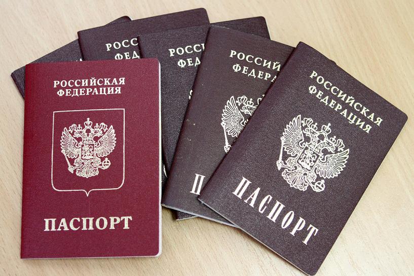 Россиянам запретили ездить на Украину без загранпаспорта