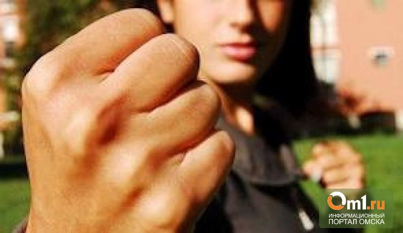 В Омске будут судить мамашу, которая избила обидчиц своей дочери