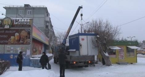 Омскую предпринимательницу заставили снести ларек «Фрукты-овощи»