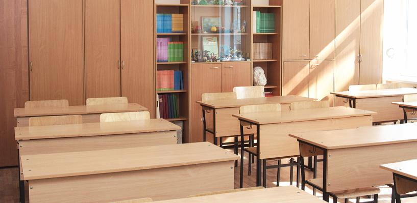 В Омске суд потребовал заменить мебель в гимназии №147