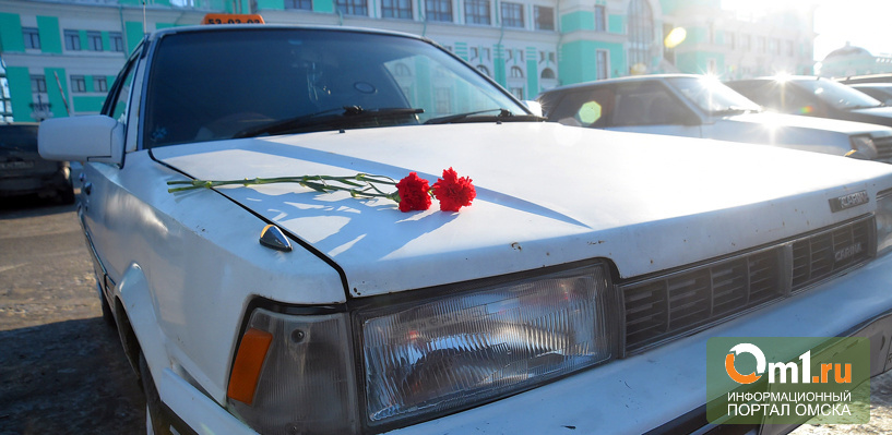 Омские таксисты проехали колонной в память об убитом коллеге (фото)