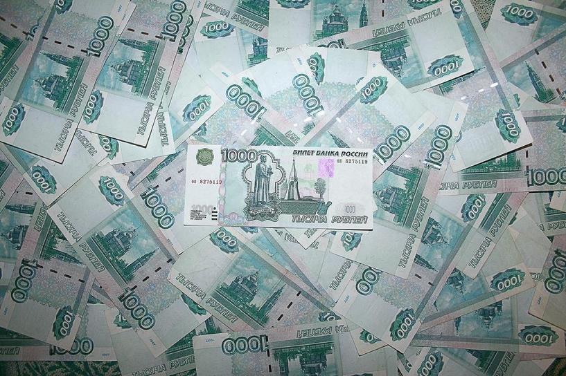 Средняя зарплата чиновников приблизилась к 100 000 рублей