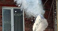 Делом об упавшем на омичей снеге займется прокуратура
