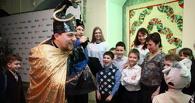 Новогодняя мастерская в Омске объединила детей и взрослых