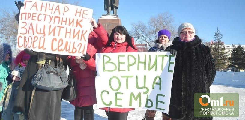 Омичи вышли на пикет, чтобы поддержать жителя Новосибирска, осужденного за защиту дочери