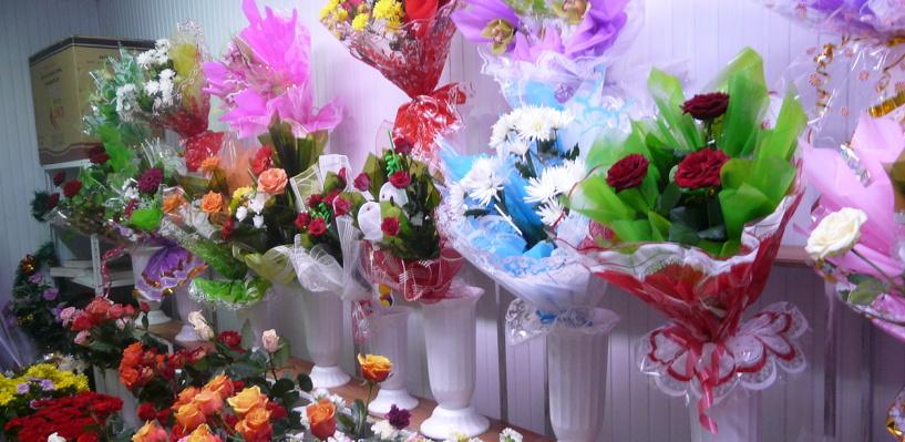 Продавщица цветочного киоска в Омске самостоятельно прогнала грабителя