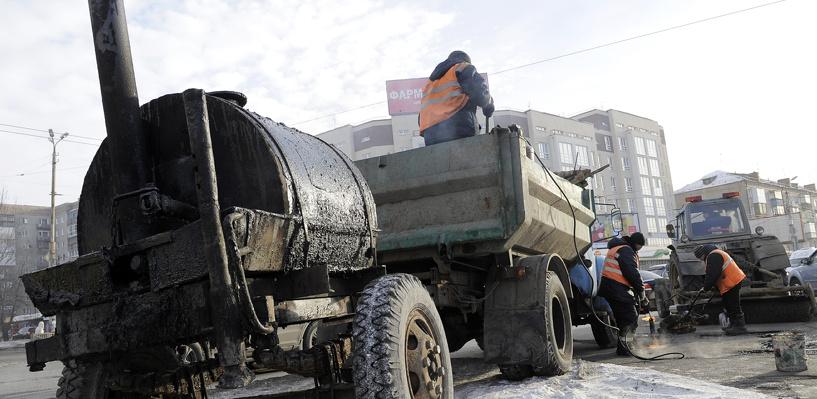 В целях повышения безопасности дорожного движения в городе проводят локальный ремонт дорог