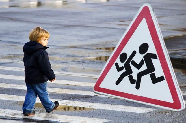 В Омске молодая автоледи сбила 5-летнюю девочку
