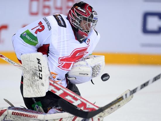 Костин начал сезон в КХЛ с лучшего сэйва недели