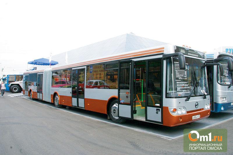 Двораковский опробовал 20 новых автобусов омского автопарка