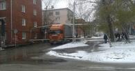 В Омске грузовик протаранил теплопровод
