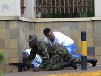 Кенийский спецназ штурмует захваченный террористами торговый центр