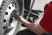 В Госдуму снова внесли законопроект о штрафах за летнюю резину зимой