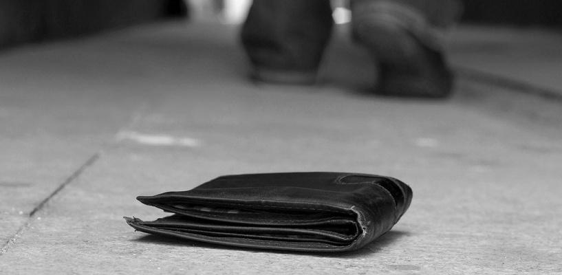 В Омске мужчина решился на кражу в банке, чтобы купить еду и сигареты