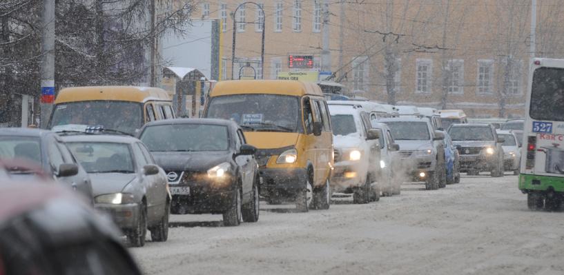 Обзор ситуации на дорогах в Омске: пробка на проспекте Маркса и ДТП на Богдана Хмельницкого