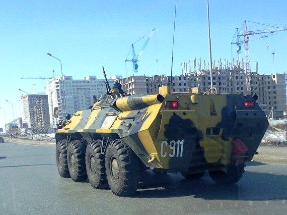В Омске БТР проехал по Красному пути