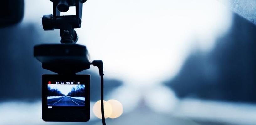 Чтобы защититься от исков о плохом ремонте дорог, дорожники ставят видеорегистраторы