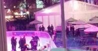 Неизвестный открыл стрельбу на катке в центре Нью-Йорка