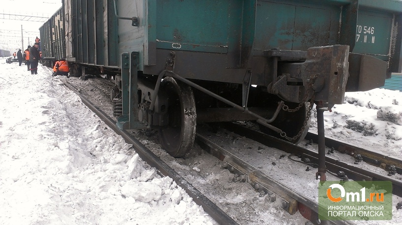 В Омске с рельсов сошли четыре вагона грузового поезда