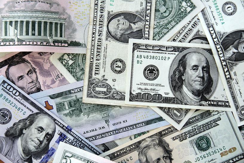 Снова вверх: доллар вырос до 64,4 рубля, евро — до 76,2