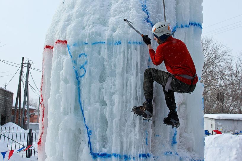 В Омске прошли соревнования по ледолазанью