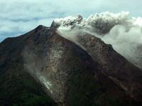 В Индонезии 15 тысяч человек эвакуированы из-за извержения вулкана