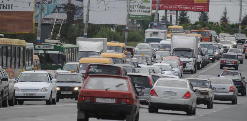 Пробки в Омске: затор на Красном пути и дорожные работы на Гагарина