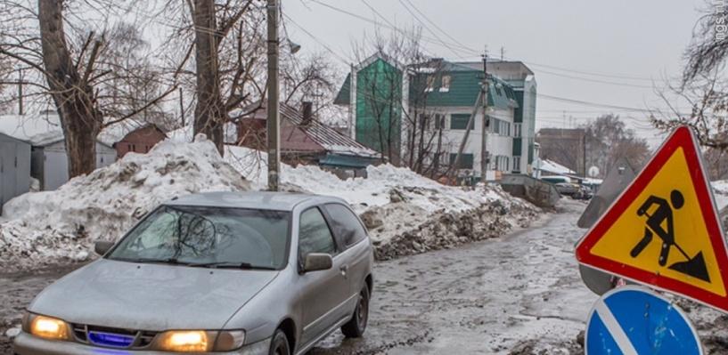 Автопробег против разбитых дорог в Омске закончился частушками