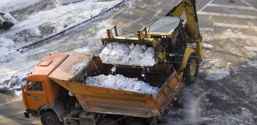 Из Омска с начала зимнего сезона вывезли более 130 тысяч кубометров снега