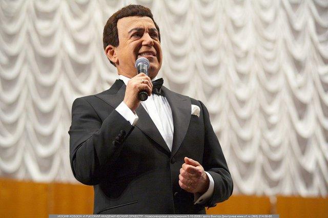 Кобзон стал народным артистом в Луганске