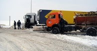 Из-за мороза на трассах Омской области замерзают водители
