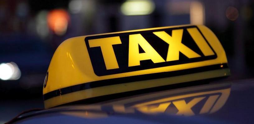 Молодая омичка выманивала у таксистов деньги, обещая снять порчу