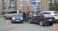 От «девятки» до Land Cruiser: в Омске произошла авария с 4 автомобилями