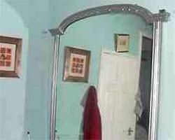 В Англии выставлено на аукцион зеркало с приведениями