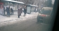 В центре Омска столкнулись пассажирский автобус и маршрутное такси