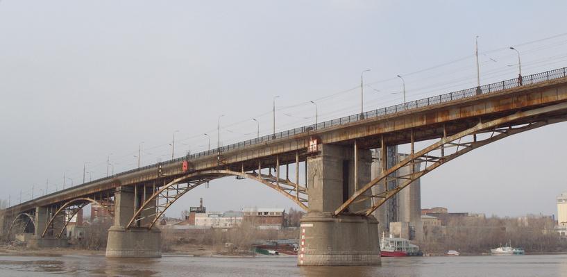 В Омске из-за ремонтных работ ограничили движение на Фрунзенском мосту