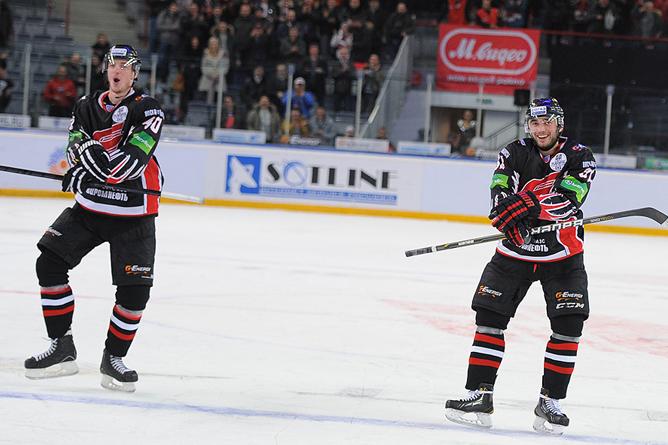 В расширенный состав сборной России по хоккею попали три хоккеиста «Авангарда»
