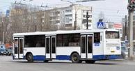 Из-за резкого торможения автобуса в Омске пострадали две пассажирки