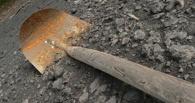 Омский дорожный рабочий пожаловался на старые лопаты