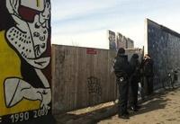 Остатки Берлинской стены помешали строителям