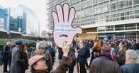 Евросоюз заморозил зарплаты и пенсии своим чиновникам в 2014 году