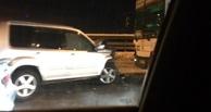Пробка 5 км/ч: в Омске на мосту джип врезался в автобус
