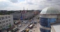 В Омске у «Каскада» полдня держится пробка из-за сломанного светофора