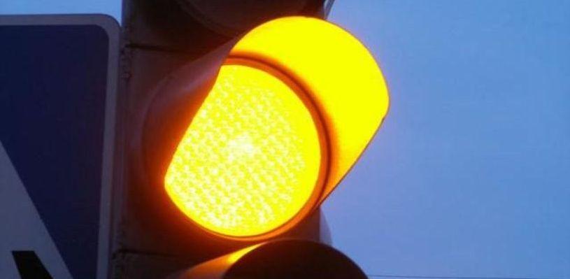 Омичи жалуются на бесполезность нового светофора на Левом берегу