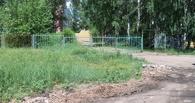 Компания молодых омичей украла забор с территории школы