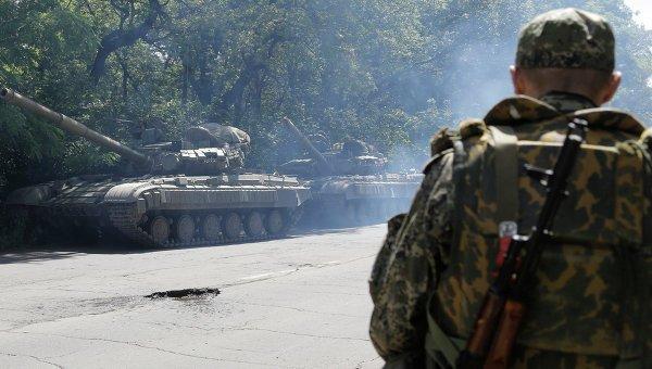 Украинские военные попросили мирное население покинуть Донецк и Луганск